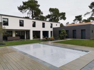 maison neuve design et piscine
